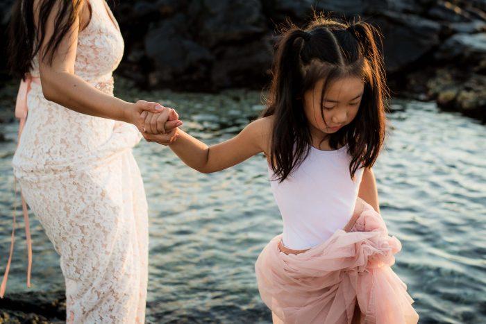 old kona airport beach, family, photography, big island, hawaii, mother, daughter, hands