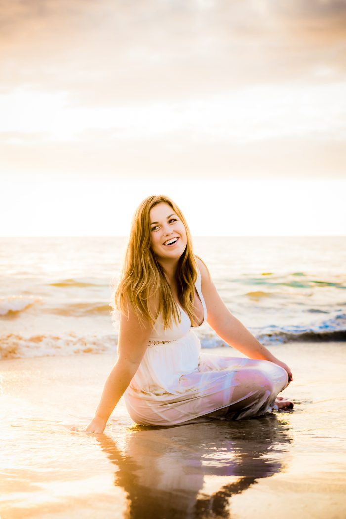 senior portrait, happy, girl, golden hour, mauna kea resort, waikoloa, hawaii