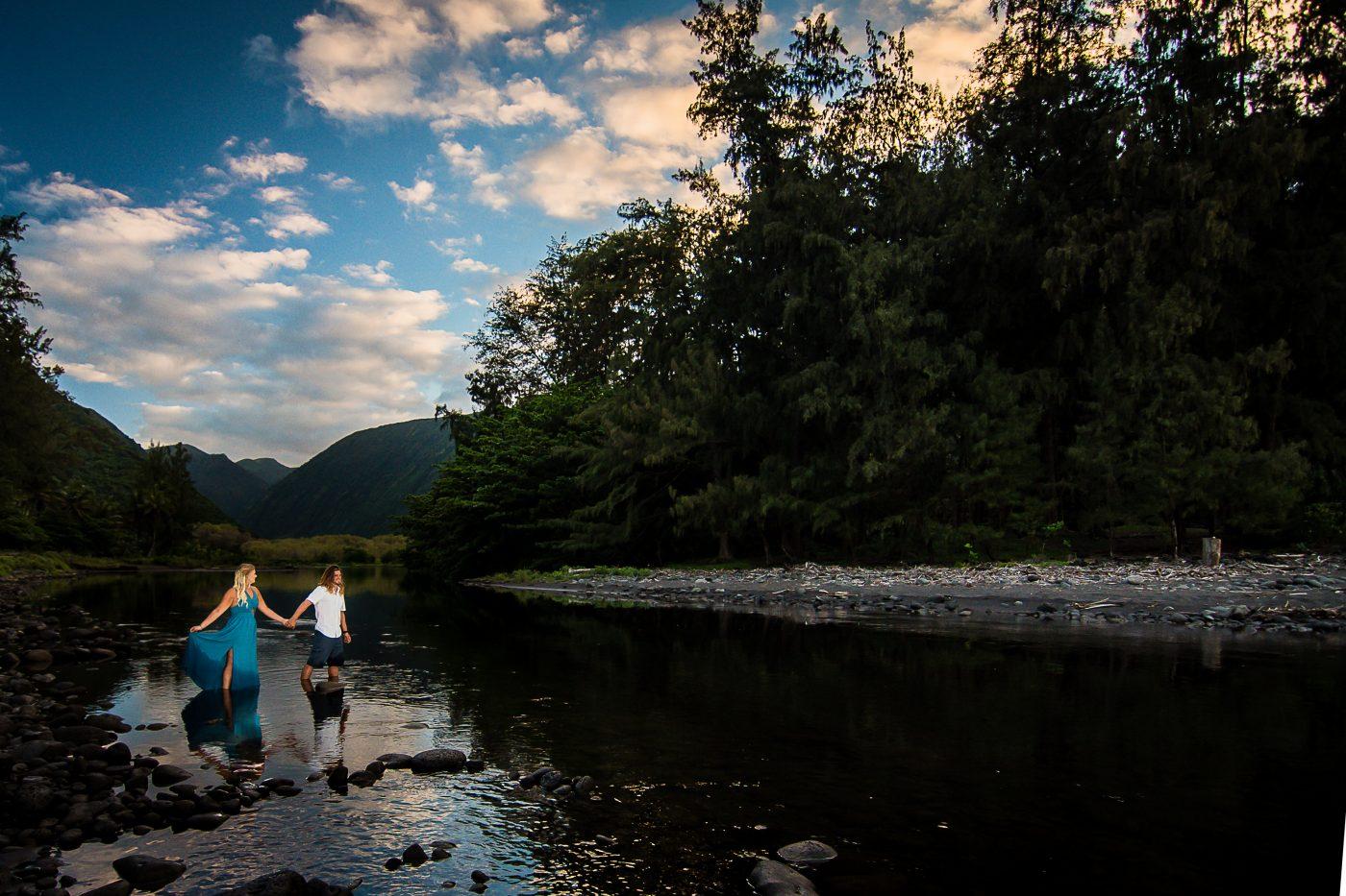 hawaii, couples, forest, big island, engagement, waipio valley