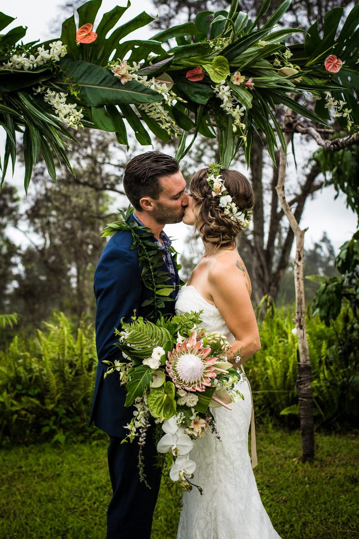 Big island, hawaii, wedding, flowers, kiss